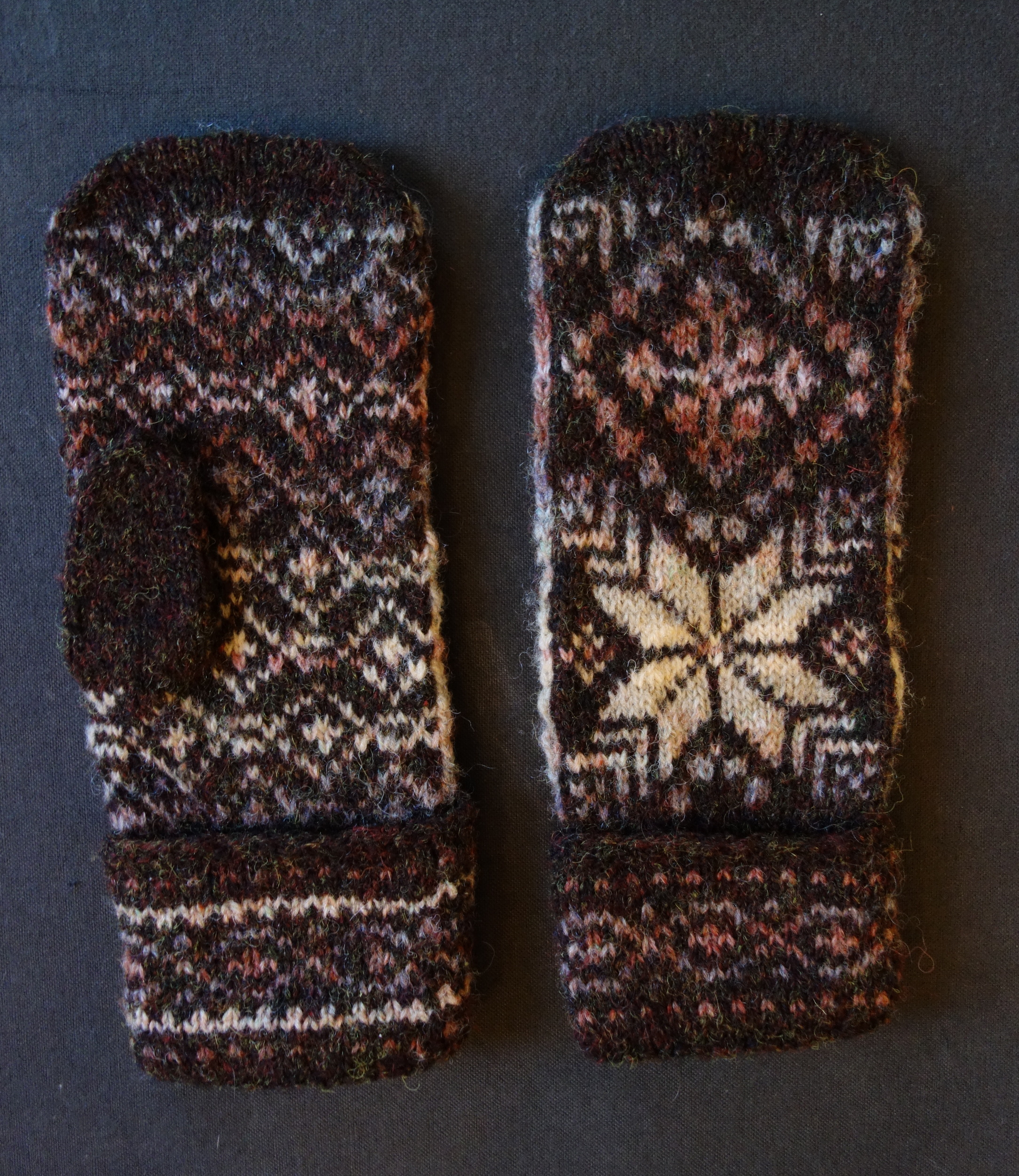 Anna Bell Bray Mittens, ca. 1998, BOH and Palm.JPG